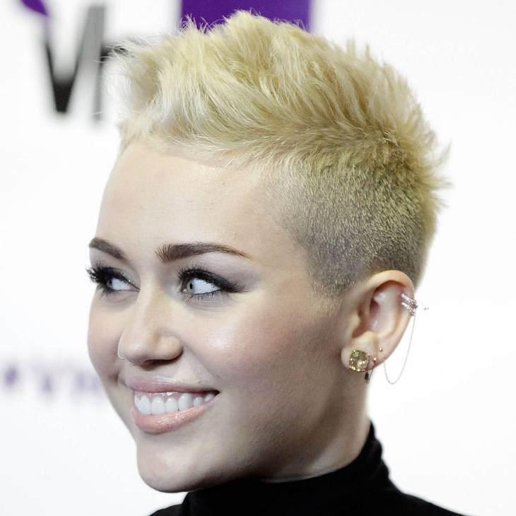 Miley Cyrus mit Harry Styles im Bett