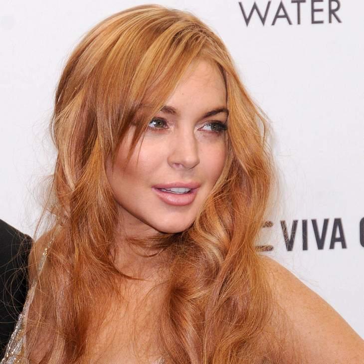 Lindsay Lohan ruiniert Designerkleid