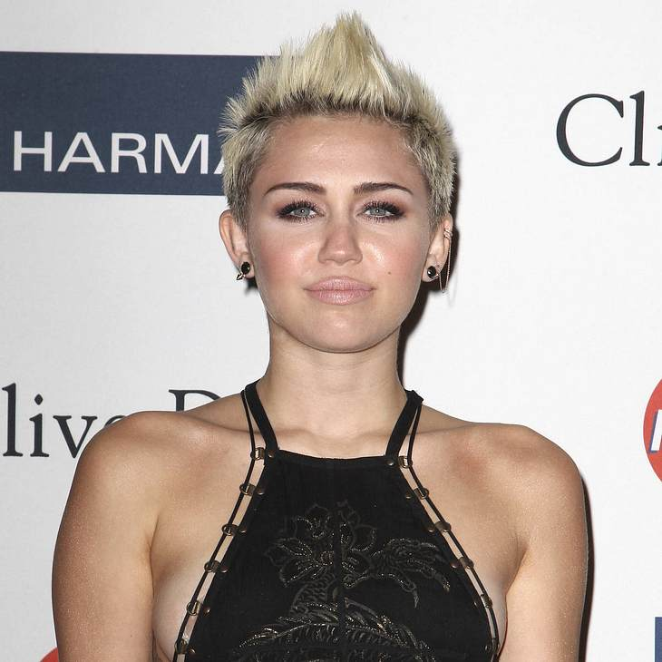 Miley Cyrus lässt sich Herz tätowieren