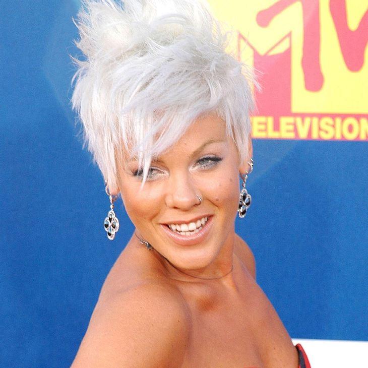 Pink macht sich über Christina Aguilera lustig