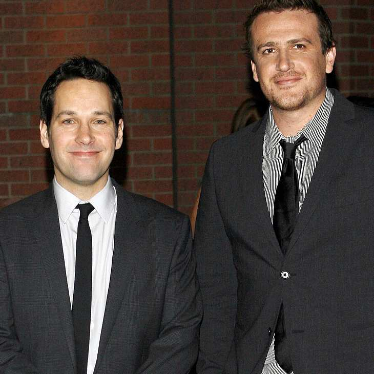 Jason Segel & Paul Rudd knutschen in Late-Night-Show