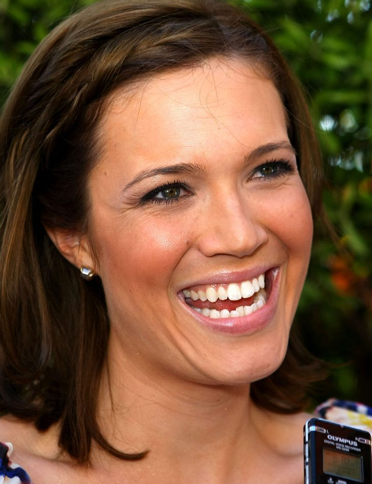 "Mandy Moore besucht ""Grey's Anatomy"""