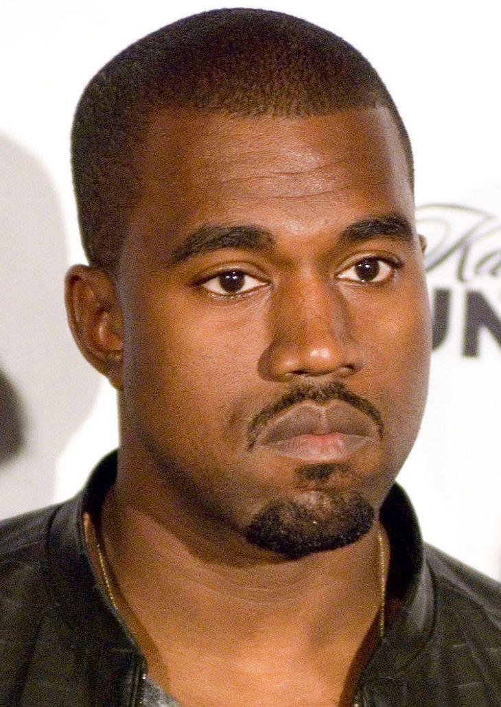 Kanye West gibt Spontan-Gig auf Bar