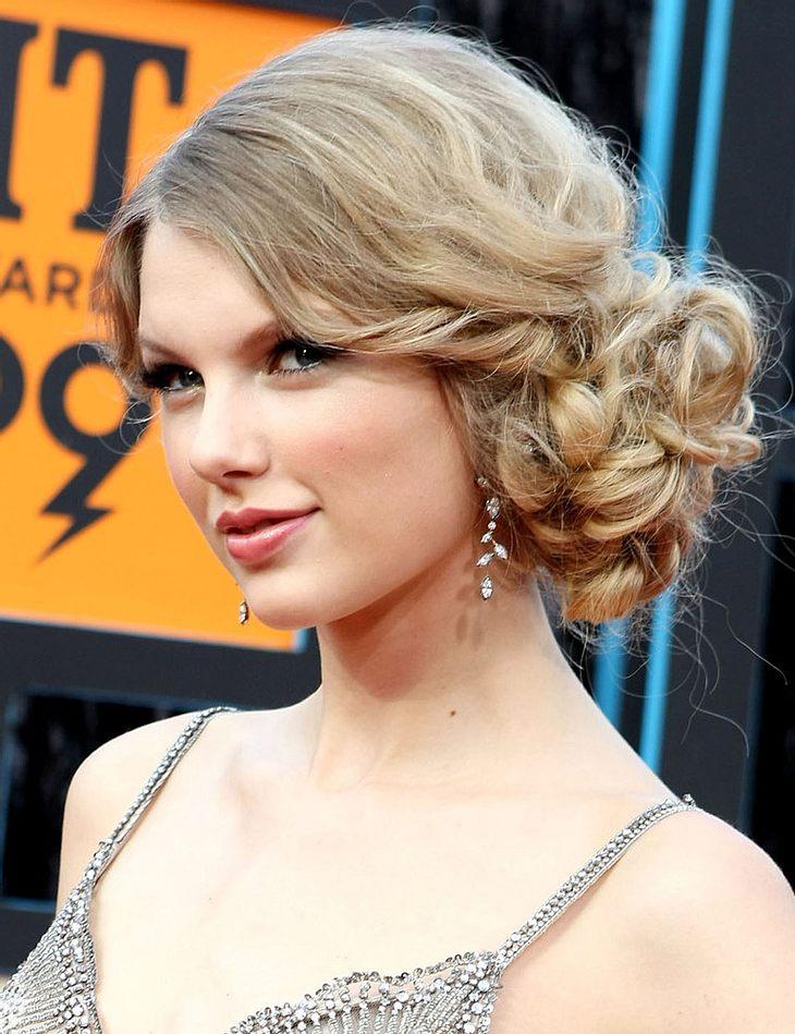 Swift überrascht Urban mit Kiss-Outfit
