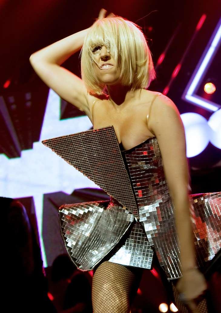 Lady Gaga bedeckt sich fürs TV