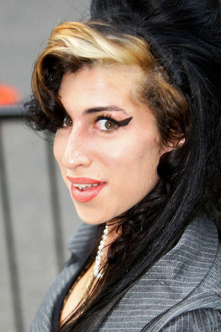 Amy Winehouse will Ex Blake Fielder-Civil zurück. Und der scheint ebenfalls nicht abgeneigt zu sein, es noch mal mit der Sängerin zu versuchen!