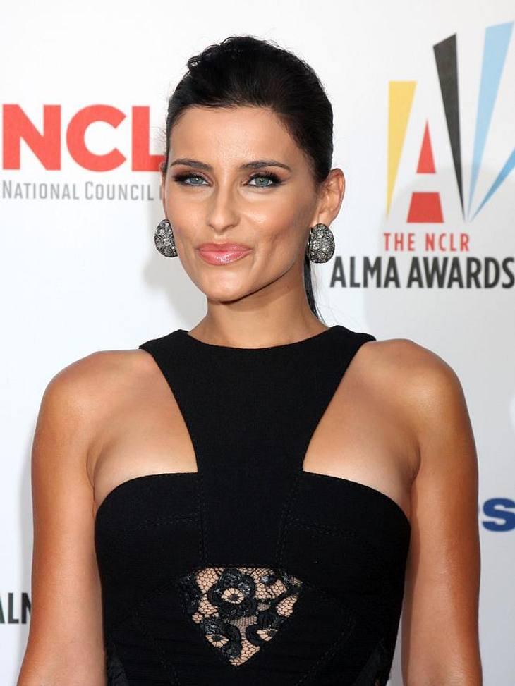 Stars und ihre DoppelgängerVierzehn Jahre Altersunterschied - und trotzdem muss man genau hinschauen, wer die Sängerin Nelly Furtado (33) und wer die Schauspielerin Courteney Cox (47) ist.