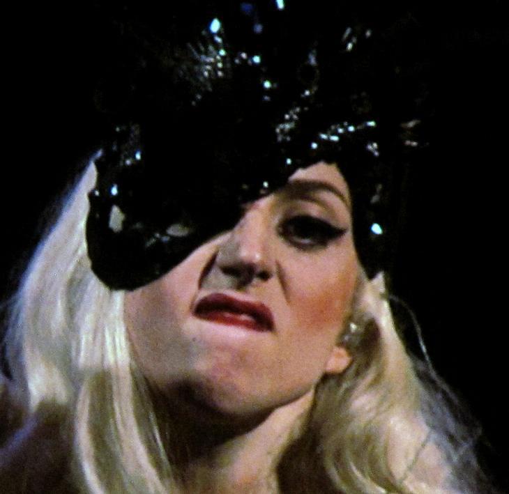 Lady Gaga tut Konzert-Sturz ab