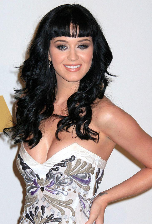 Katy Perry nährt Baby-Gerüchte