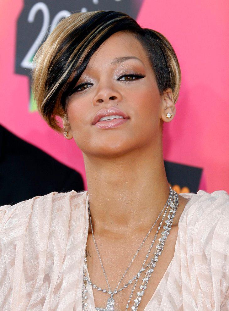 Rihanna stürzt auf der Bühne