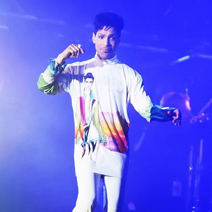 Prince teilt die Bühne mit seinen Fans