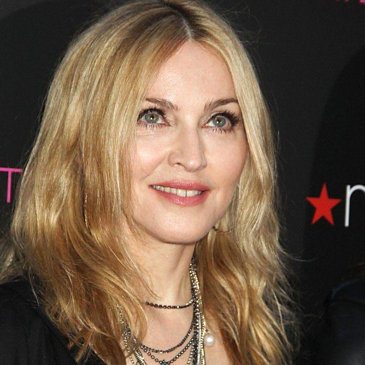 Madonna beschenkt Kinder in Malawi