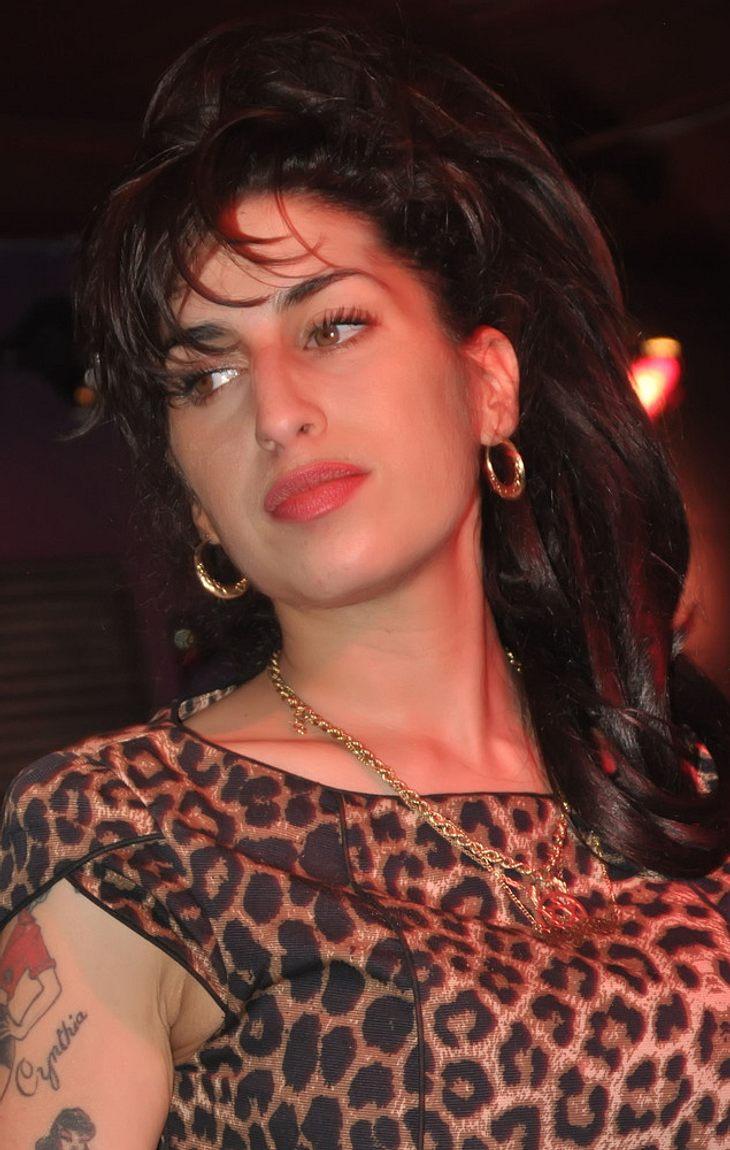 Amy Winehouse verletzt sich die Hand
