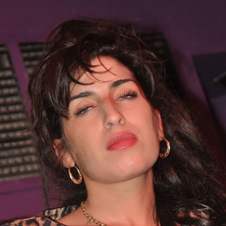 Amy Winehouse wieder betrunken auf der Bühne