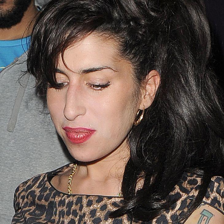 Amy Winehouses Vater verschenkt ihre Sachen an Fans