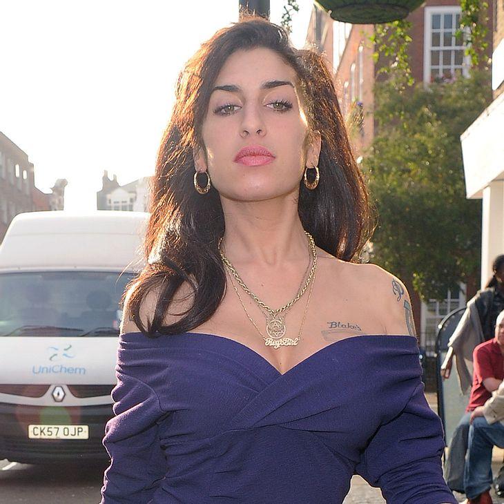 Amy Winehouse spendet ihre Kleider