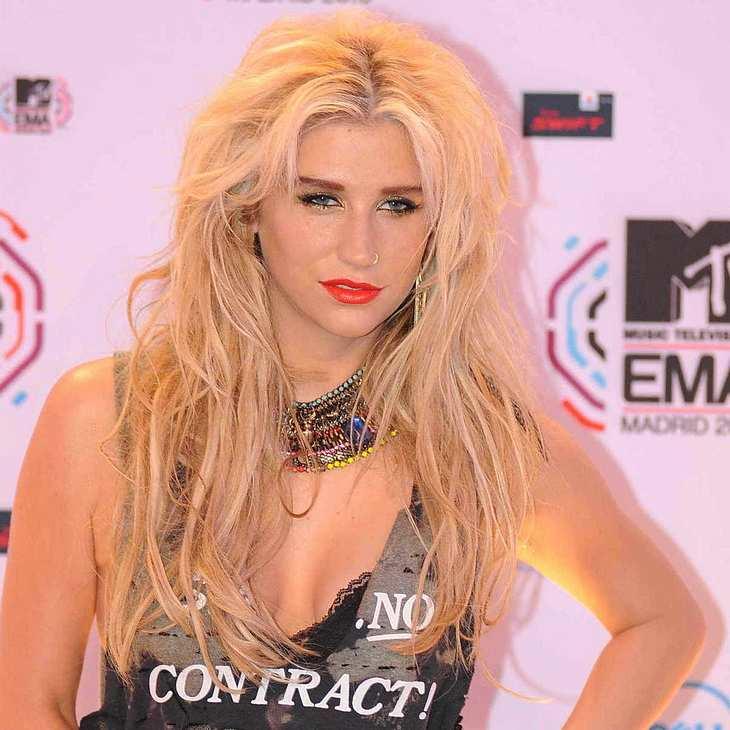Kesha tätowiert Fan