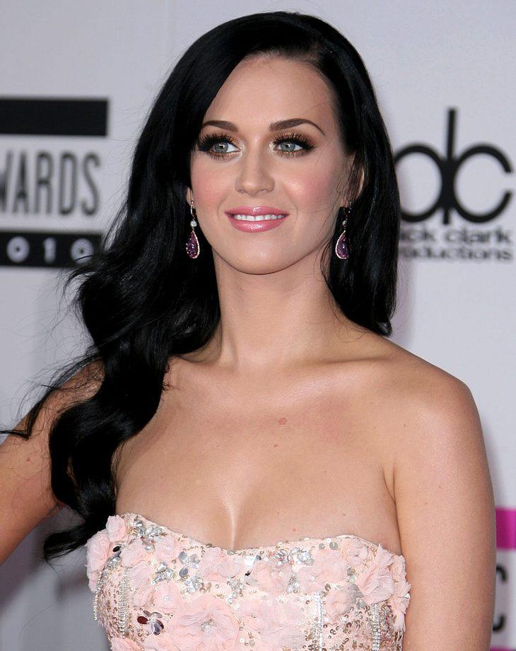Katy Perry freut sich auf königliche Hochzeit