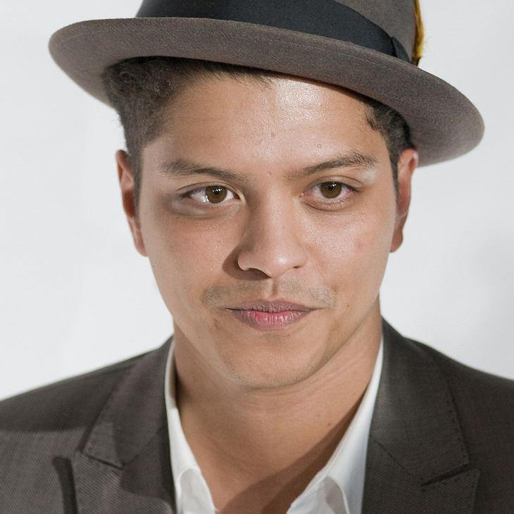 """Bruno Mars singt """"Die Schöne und das Biest"""" in Karoke Bar"""