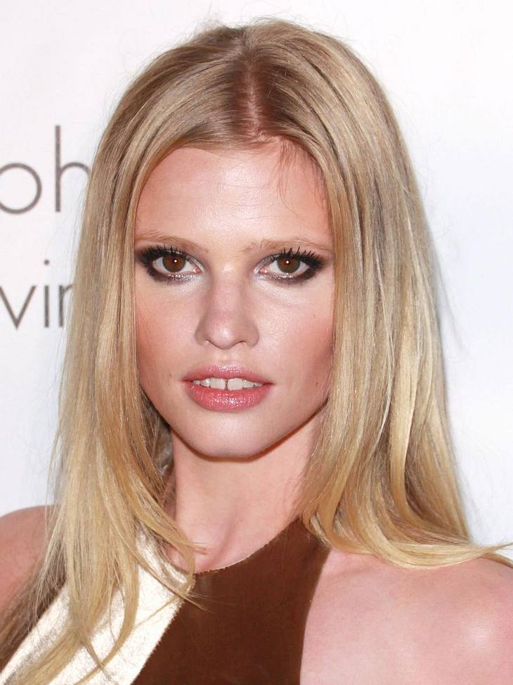 Die reichsten Models der WeltPlatz 8 - 3 Millionen Euro - Lara Stone (28) - Das Calvin-Klein-Testimonial kommt mit ihrer frechen Zahnlücke supergut an!