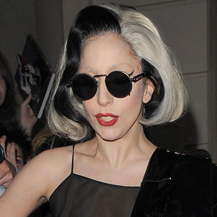 Lady Gaga präsentiert neues Tattoo