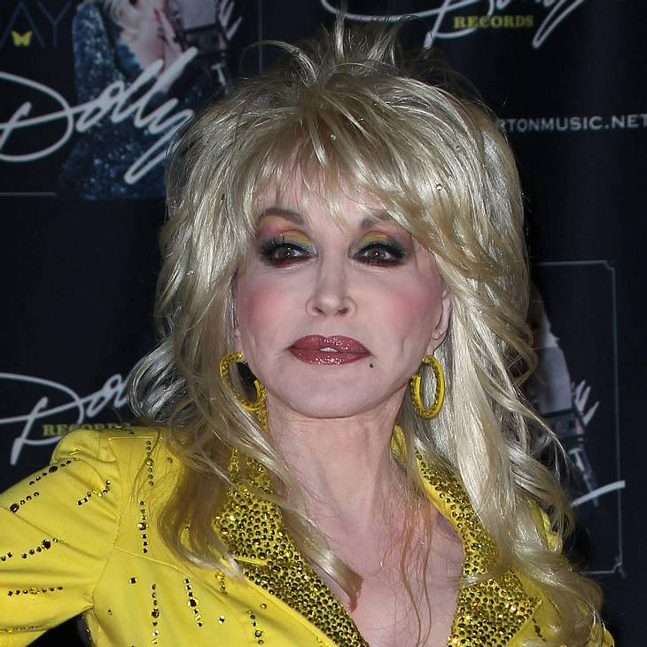 Dolly Parton spielt Beauty-Ops herunter