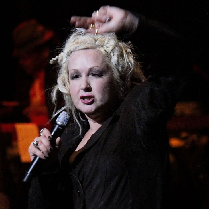 Cyndi Lauper sammelt Essen beim New York-Konzert