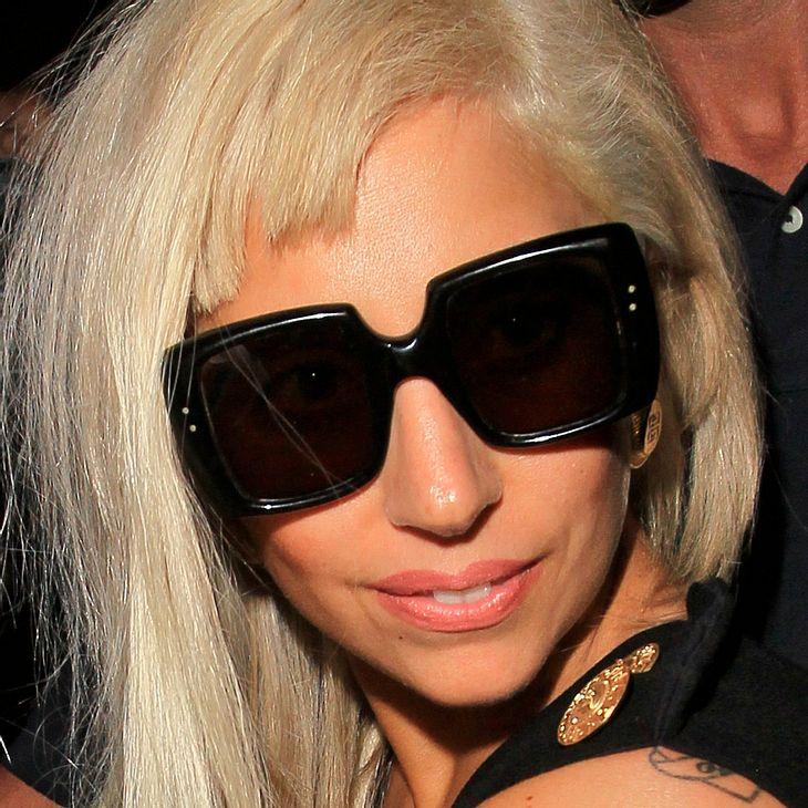Lady Gaga posiert ohne Make-up
