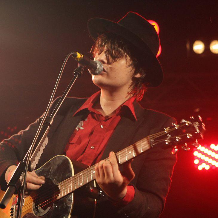 Pete Doherty widmet letztes Konzert Amy Winehouse