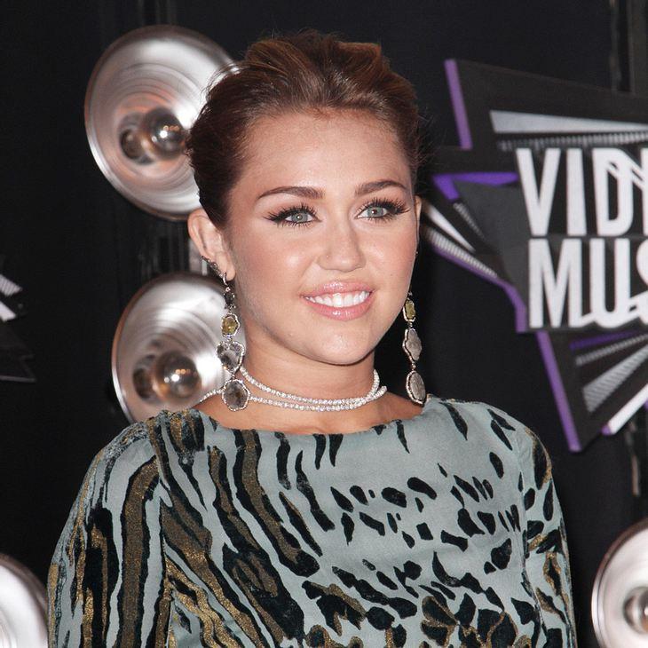 Miley Cyrus adoptiert weiteren Welpen