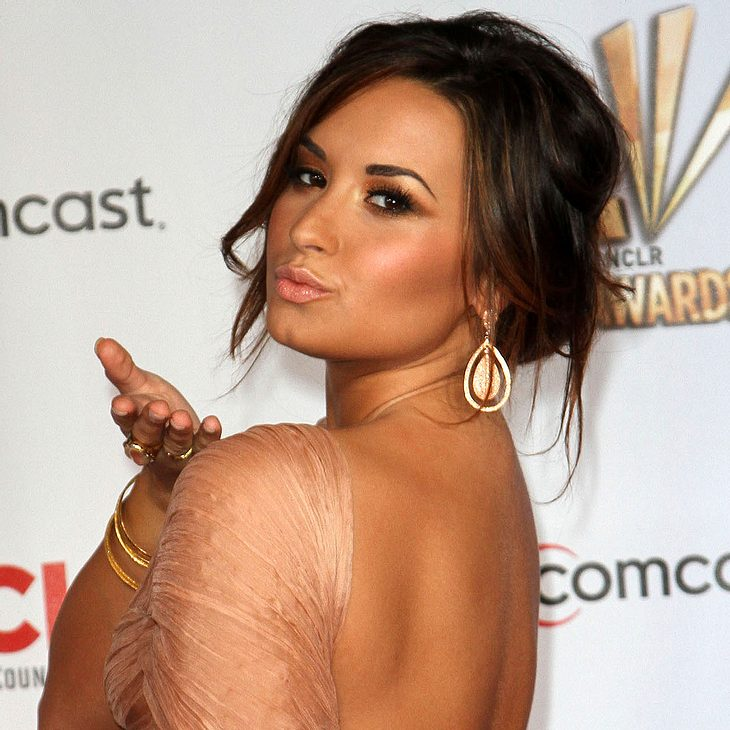 Demi Lovato & Jessica Alba räumen bei ALMA Awards ab