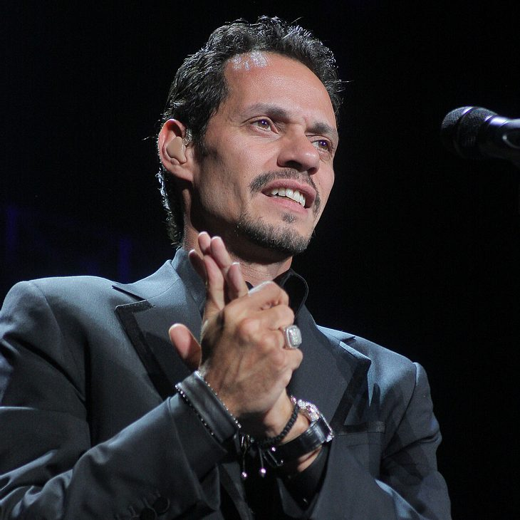 Marc Anthony fliegt Angestellte in die DomRep