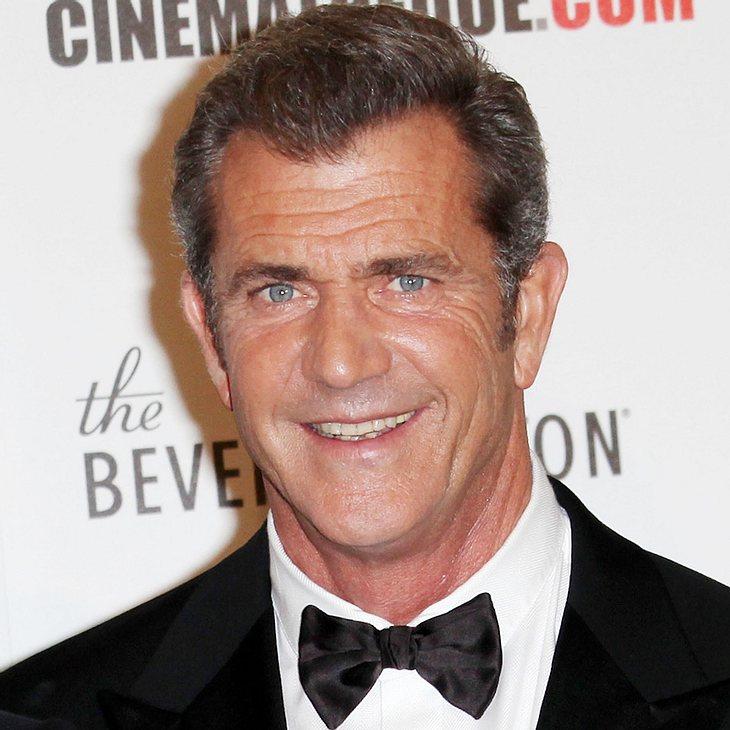 Mel Gibson bändelt mit Jeansmodel an