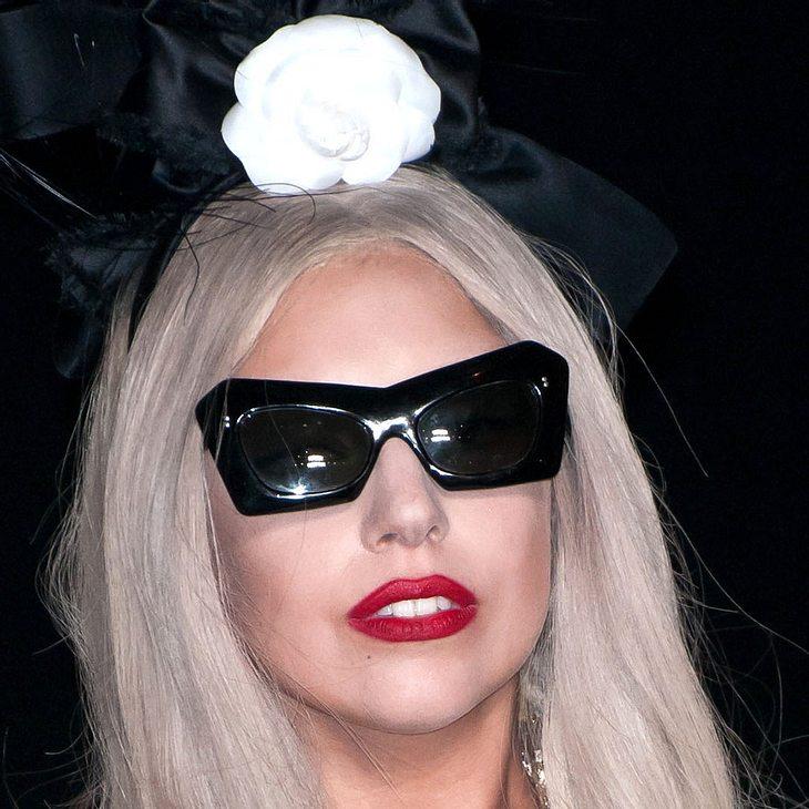 """Lady Gaga verteidigt """"schräge"""" Outfits"""