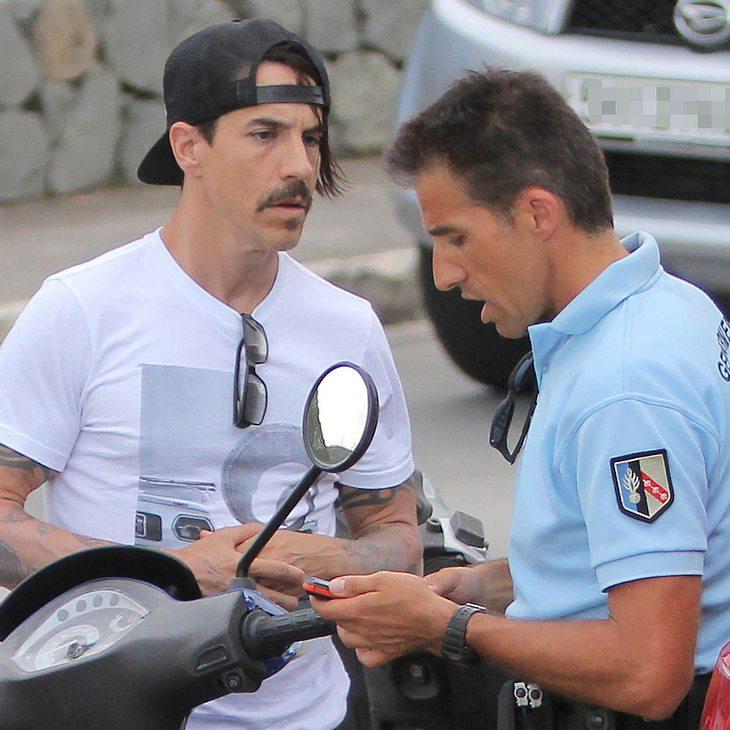 Anthony Kiedis: Auf dem Roller angehalten