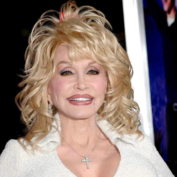 Dolly Parton zieht im Restaurant blank