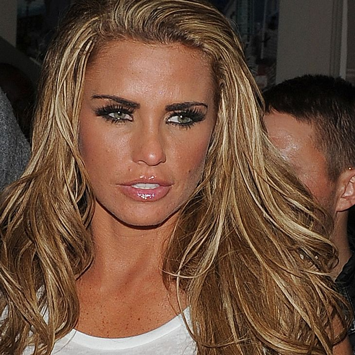 Katie Price warnt vor Brustimplantaten