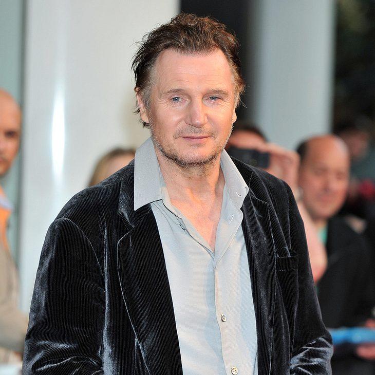 Liam Neeson bügelt für seine Schwester