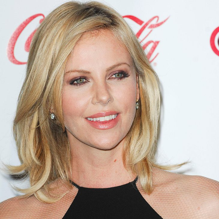 Charlize Theron: Bauchmuskel-Riss