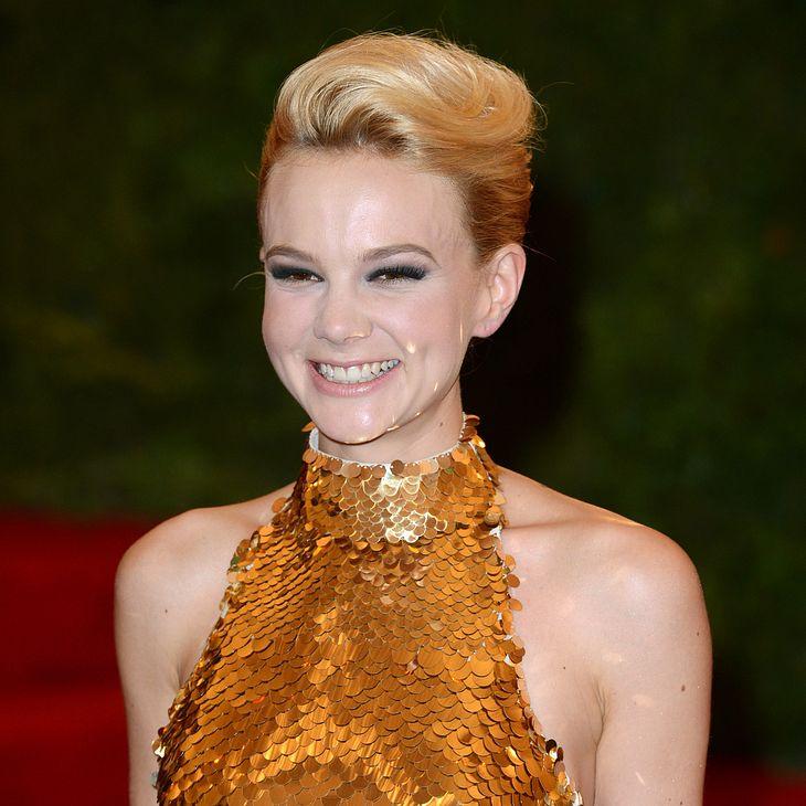 Carey Mulligan versteigert Prada-Kleid auf Ebay