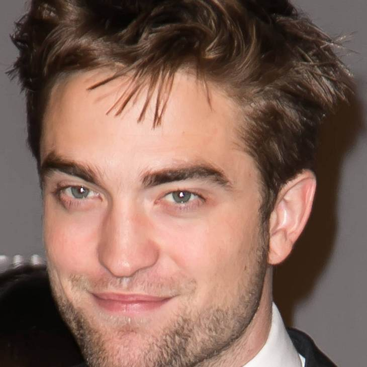 "Robert Pattinson liest ""Fifty Shades of Grey"""