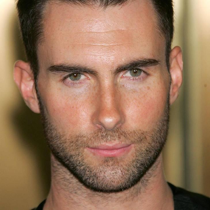 Maroon 5-Frontmann Adam Levine zieht blank