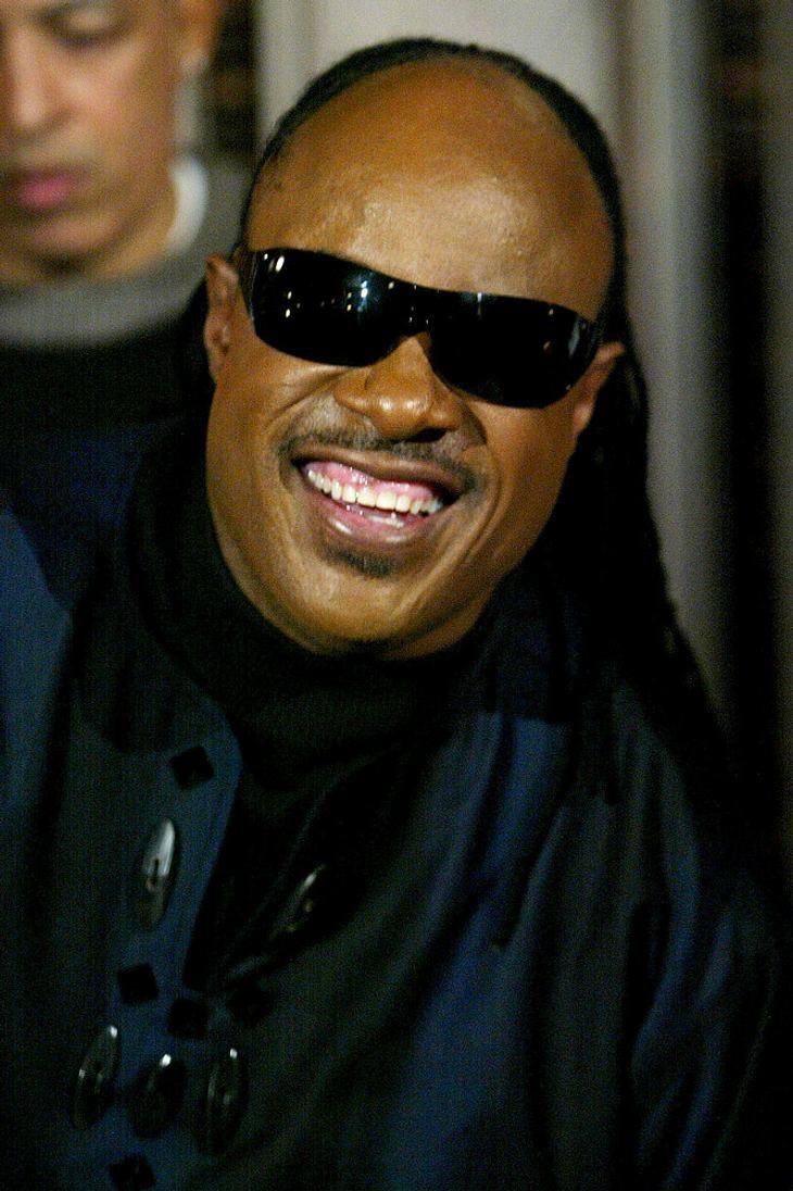Wonder schluchzt während Jackson-Tribut bei Hall Of Fame-Show