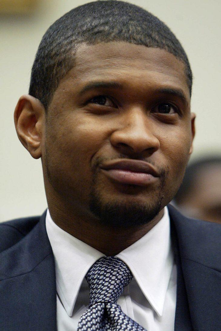 Usher hält sich während Scheidung beschäftigt