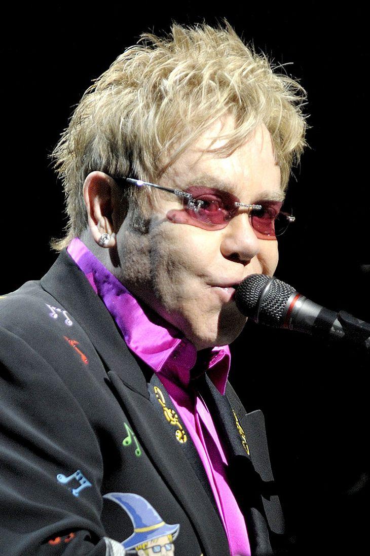 Elton John kämpft gegen Kolibakterieninfektion
