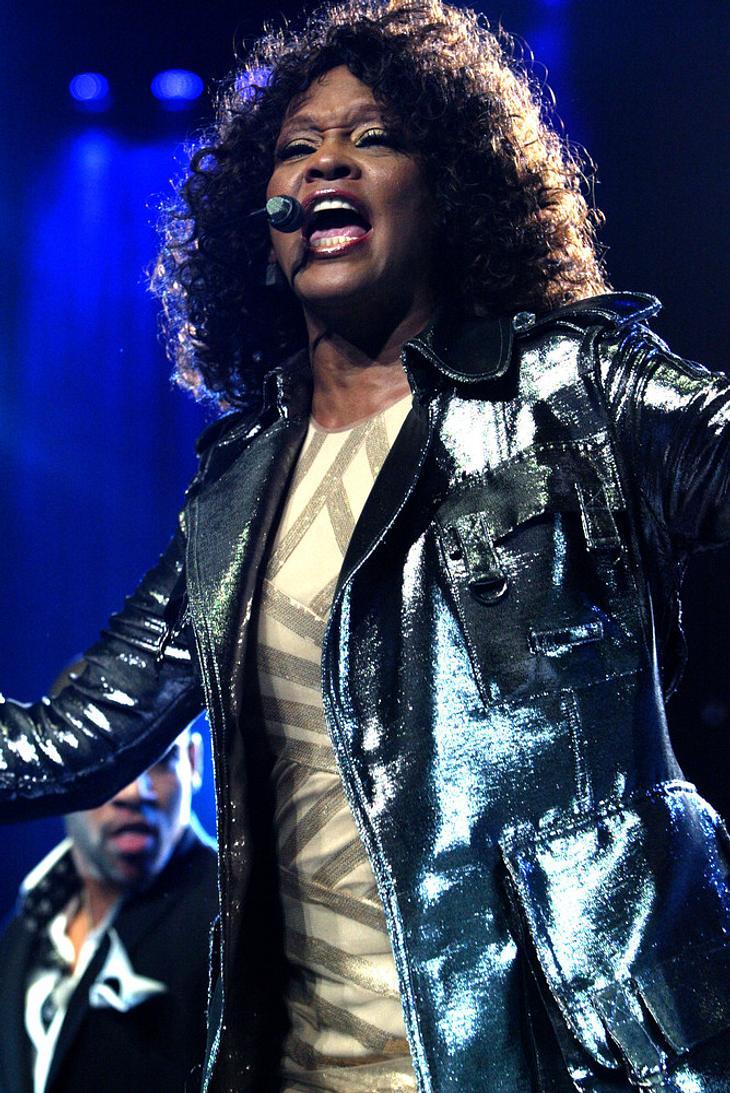 Whitney Houston singt Duett mit jungem Fan