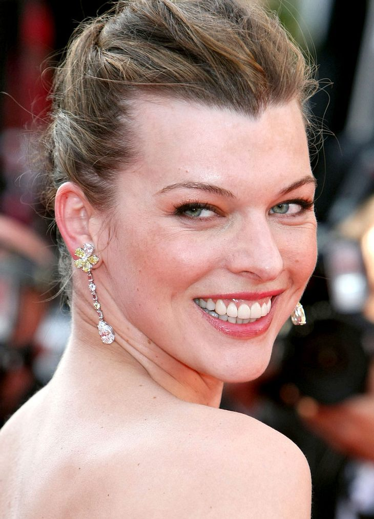 Stars und ihre DoppelgängerMilla Jovovich (36) oder Linda Evangelista (47)? Na, wer ist das?