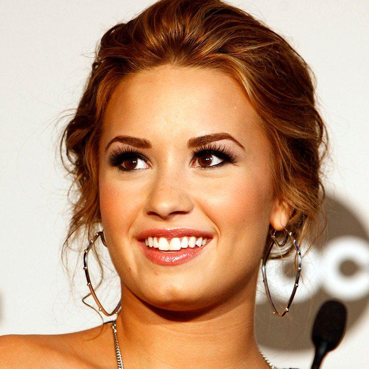 Demi Lovato bedankt sich bei Selena Gomez & Miley Cyrus