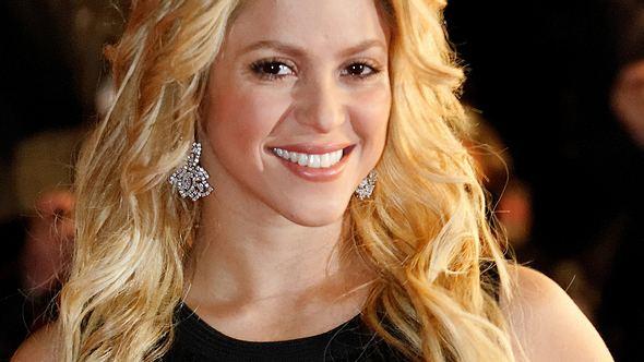 Shakira küsst Gerard Pique
