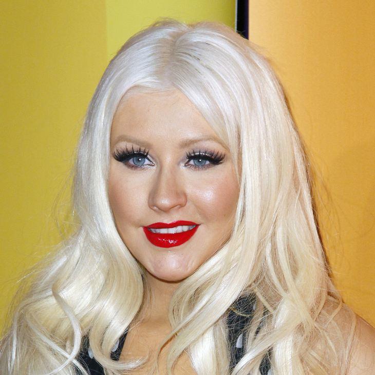 Christina Aguilera zieht sich für eine Modezeitschrift aus